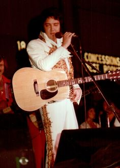 Elvis live in Augusta may 24 1977 .