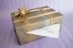 Une jolie urne peut soit permettre aux invités de faire un cadeau sous forme d'argent ou pourra aussi permettre de laisser un message aux mariés en guise de livre d'or…