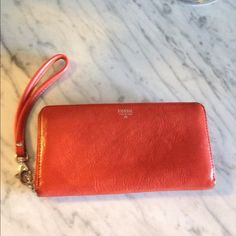"""Selling this """"Fossil Sydney Zip Clutch Wallet"""" in my Poshmark closet! My username is: adarcus. #shopmycloset #poshmark #fashion #shopping #style #forsale #Fossil #Clutches & Wallets"""
