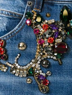 Купить Dolce & Gabbana декорированные джинсы бойфренды с рваными деталями.