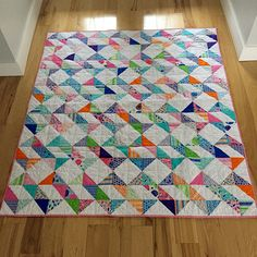 jellyroll quilts Ribbon Dance Quilt The Ribbon Dance Quilt made by Jan Altomare of Cocoa Quilts, The Tutorial designed by Jenny of Missouri Quilt Co, it's available for free. Jellyroll Quilts, Scrappy Quilts, Easy Quilts, Mini Quilts, Star Quilts, Half Square Triangle Quilts Pattern, Square Quilt, Triangle Quilt Tutorials, Quilt Baby