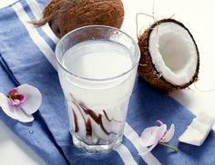 6 lotions toniques naturelles et faites maison pour une peau propre et lumineuse - Améliore ta Santé Lotion Tonique, Aloe Vera, Glass Of Milk, Drinks, Food, Lotions, Coconut Milk Smoothie, Smoothie Prep, Milkshakes