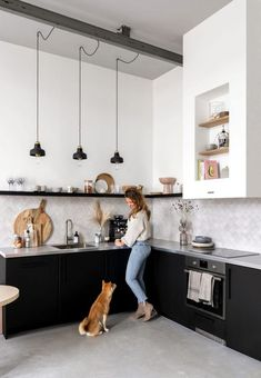 Fantastic modern kitchen room are offered on our web pages. Take a look and you wont be sorry you did. Kitchen Decor, Kitchen Inspirations, House Interior, Kitchen Interior, Home Remodeling, Black Kitchens, Kitchen Remodel, Home Decor, Rustic Kitchen