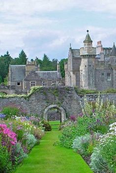 Abbotsford House, Scotland    photo via raquel