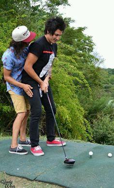Lol Vic helping Jaime play golf