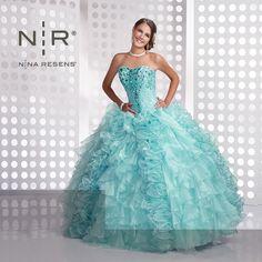 Si eres de piel morena, este vestido es el indicado para ti