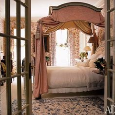 LOVE this ROMANTIC Charlotte Moss bedroom! @charmossny #sheergenius #youeithergotitoryouaint