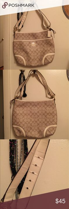 Coach shoulder bag My mom did not use it completely .... So clean, PERFECT CONDITION :) Coach Bags Shoulder Bags