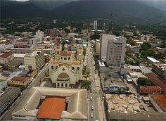 San Pedro Sula, fundada el 27 de junio de 1536, bajo el nombre de San Pedro de Puerto Caballos por el conquistador español Pedro de Alvarado. Actualmente es la segunda ciudad más grande de Honduras y la capital administrativa del departamento de Cortés. Entre otras muestras de su importancia, la ciudad es sede de las empresas industriales más importantes del país, por lo que también es conocida como la capital industrial de Honduras.