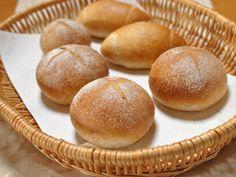 全粒粉入りパン、ホシノ天然酵母使用、小豆鹿の子入り、チョコチップ入り、クルミ入り。