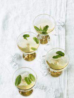På årets siste dag vil vi ha deilige drinker og en meny vi sent glemmer. I år skal vi tilberede det meste på forhånd, slik at vi får nyte festen også.