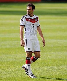 Mats macht's: @matshummels steht beim @DFB_Team erneut in der Startelf! // Mats Hummels starts for #GER #USAGER pic.twitter.com/6KrXGi5kag