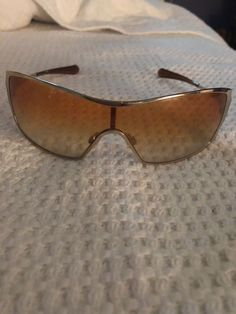 4e242aaad110 Oakley dart sunglasses in polished gold frame 05-663. Selling for frames. #