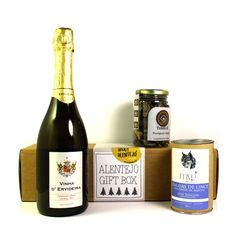 Sparkling Brut White 75cl + Mint lynx tongues biscuits 100gr + Dried Black Trompette Mushrooms 30gr An elegant gift for a glamorous Christmas table. Flavors and distinctive textures for exigent palates.