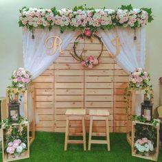 Wedding Backdrop Design, Wedding Stage Design, Wedding Hall Decorations, Rustic Wedding Backdrops, Pallet Wedding, Floral Backdrop, Rustic Wedding Flowers, Wedding Mandap, Wedding Receptions