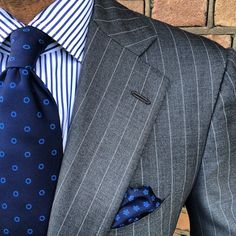"@danielmeul wearing a Viola Milano combo with a ""Navy/Blue Circle"" silk tie & a ""Sea Floral"" pocket square www.violamilano.com"
