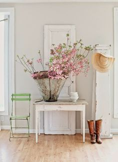 5 dreamy spaces XXIV | Daily Dream Decor. I love the green chair and the rustic container for the blossoms