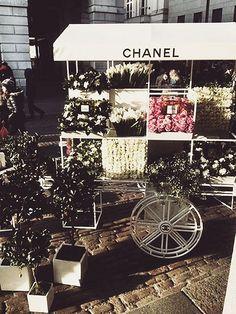 chanel flower cart
