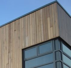 modern cladding - Google Search Vancouver House, Modern Windows, Stain Colors, Window Sill, Cladding, Facade, Garage Doors, Exterior, Outdoor Decor