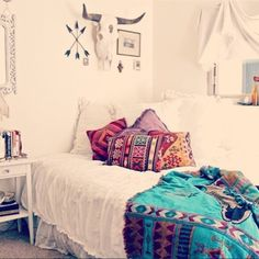 35 Charming Boho-Chic Bedroom Decorating Ideas I HAVE A BEDSPREAD LIKE THIS THAT MY HUBBY'S GRANDMA MADE!! ITS GORGEOUS!! NOW, IT'S MY TURN TO MAKE ONE LIKE THIS TO PASS ON TO GREG, KRISTIN & APRYL