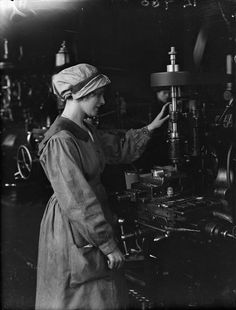 © IWM (Q 20069). IWM caption 'A female worker operates a vertical milling machine at Swan, Hunter and Wigham Richardson Ltd shipbuilding yard, Wallsend, Newcastle' in collection THE SHIPBUILDING INDUSTRY IN BRITAIN, 1914-1918