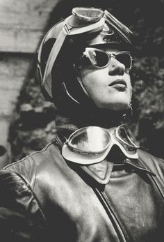 Anke Eve Goldmann was the first woman to ride a motorcycle with a one-piece leather racing suit ( Harro)