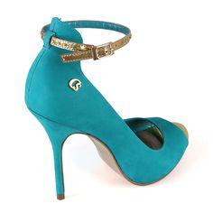 I'm in love!!!! PEEP TOE TEAL CARMEN STEFFENS http://www.carmensteffens.com.br/produto/PeepToeTealCarmenSteffens/32374