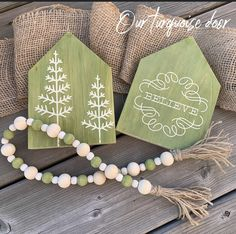 Holiday Wood Crafts, Christmas Projects, Christmas Ideas, Christmas Decorations, Wood Bead Garland, Tassel Garland, Diy Projects To Try, Craft Projects, Craft Ideas