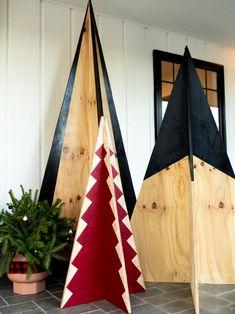 Christmas Tree Design, Potted Christmas Trees, Pallet Christmas Tree, Christmas Tree Painting, Miniature Christmas Trees, Christmas Lights, Christmas Diy, Painted Christmas Tree, Christmas Tree Yard Art