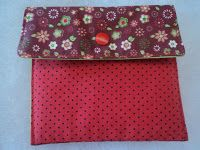 Carteira para cartões em tecido: http://fazendoartecomaclau.blogspot.com.br/2013/02/carteira-para-cartoes-em-tecido-passo.html