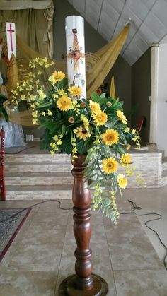 Paschal candle - Pin This Easter Flower Arrangements, Beautiful Flower Arrangements, Floral Arrangements, Beautiful Flowers, Church Wedding Flowers, Funeral Flowers, Deco Floral, Art Floral, Alter Flowers