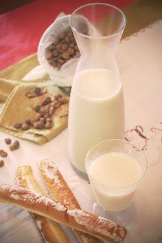 Horchata de Chufa ¡Casera! Valencia, Glass Of Milk, Drinks, Food, Beverage, Milkshakes, Homemade, Food Items, Recipes