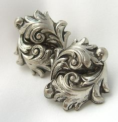 Unsigned Whiting & Davis Style Repousse Acanthus Leaf Greek Revival by BuyVintageJewelry Flora Design, Leaf Design, Jewelry Art, Unique Jewelry, Jewlery, Thumb Rings, Metal Art, Flower Art, Clip On Earrings