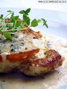 Schab z gruszką zapiekany w kremowym sosie z gorgonzolą