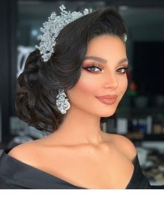 Bridal Hair And Makeup, Bride Makeup, Wedding Hair And Makeup, Hair Makeup, Arab Makeup, Wedding Updo, Wedding Hairstyles With Crown, Bride Hairstyles, Quince Hairstyles