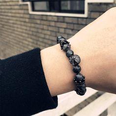 Nouveau bracelet en perles, crâne et couronnes fashion style punk rock chic – Dark Label shop