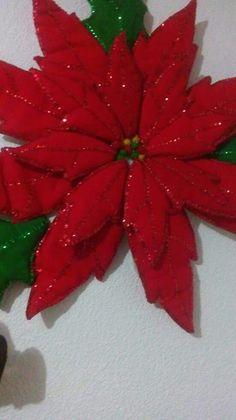 Decoración navideña Christmas Sewing, Christmas Paper, Felt Crafts, Christmas Crafts, Handmade Christmas Decorations, Holiday Decor, Christmas Templates, Flower Template, Christmas Tree Ornaments