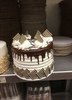 46 ideas cake sheet designs birthday for 2019 Cake Truffles, Cake Cookies, Cupcake Cakes, Bolo Drip Cake, Drip Cakes, Chocolate Cake Designs, Chocolate Decorations, Creative Cake Decorating, Cake Decorating Techniques