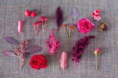 blumengesteck hochzeit tischdeko rosen beeren gräser