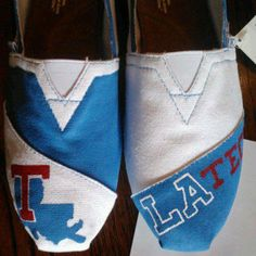 Louisiana Tech Custom Hand Painted Toms These are so cute! Hand Painted Toms, Painted Shoes, Louisiana Tech, Class Of 2018, Lsu Tigers, Purple Gold, College Life, Bad Boys, Dorm