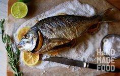 Дорадо на подушке из соли! Пробуем рыбку, пока спит! http://handmadefood.ru/recipes/dorado-na-podushke-iz-soli