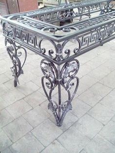 ХУДОЖЕСТВЕННАЯ КОВКА 8 928 877 66 00 - Photo from album Iron Furniture, Steel Furniture, Industrial Furniture, Metal Projects, Metal Crafts, Art Fer, Wrought Iron Decor, Blacksmith Projects, Lattice Fence
