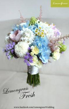 粉嫩藍色新娘花球獨特且唯美浪漫,為妳打造如童話般的夢幻氛圍!  新娘花球: Lemongrass Wedding Floral & Accessories  更多作品: http://www.loveproject.hk/weddinginspirations/?q=Lemongrass+Wedding&gallery=yes