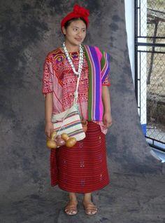 Traje ceremonial de San Ildefonso Ixtahuacan, Huehuetenango.