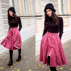 НОВИНКА! Юбка из вельвета в мелкий рубчик, на подкладке в цвет вельвета. В наличии несколько штук. Заказы и вопросы принимаем по тел 8-925-903-80-98 (sms/whatsapp/viber) Ph: @elena_kroset  Style: @lera_bastard  #пышнаяюбка #вельвет #юбканапуговицах