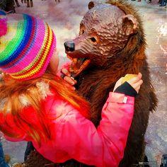 Begegnung mit Klein-Berliner-Bär   NZ NARRHALLA KLEIN-BERLIN MELCHINGEN   deutschland germany alemania badenwürttemberg landkreisreutlingen zwiefalten 999fas 276deu 276baw fasnet umzug parade desfile karneval carnival carnaval schwäbischalemannischefastna iphone6splus iphoneography mobilephotography hipstamatic hipstography beardlens cheshirefilm apolloflash hapephotographix kind kid niña maske larve mask máscara bear oso kleinberlinerbär narrenzunft narrhalla kleinberlin melchingen…