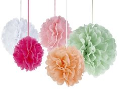 Pom-poms i härliga sommarfärger #calligraphenwedding #calligraphendetails #pompoms #wedding #bröllop #party #decorations #decor #bröllopsdekorationer