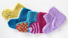 Free Baby Socks Knitted Flat On Two Needles Free Knitting ! chaussettes bébé gratuites tricotées à plat sur deux aiguilles tricot gratuit Easy Baby Knitting Patterns, Baby Booties Knitting Pattern, Crochet Baby Booties, Knitting Socks, Knit Crochet, Free Knitting, Knitting Videos, Knitted Baby, Knitting Needles