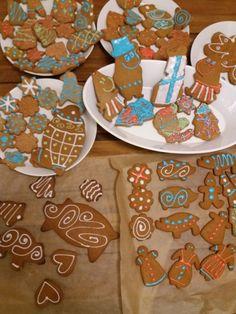 Joulupipareita... Handicraft, Sugar, Cookies, Desserts, Food, Craft, Crack Crackers, Tailgate Desserts, Deserts