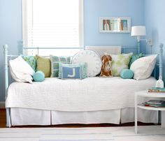 I ♥ all the funky pillows on the daybed.